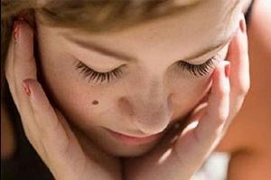 Родинки на лице как они влияют на здоровье