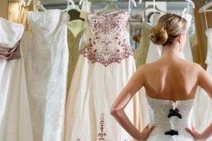 Мерить чужое свадебное платье